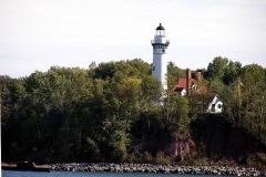 02-outerIsland-lighthouse